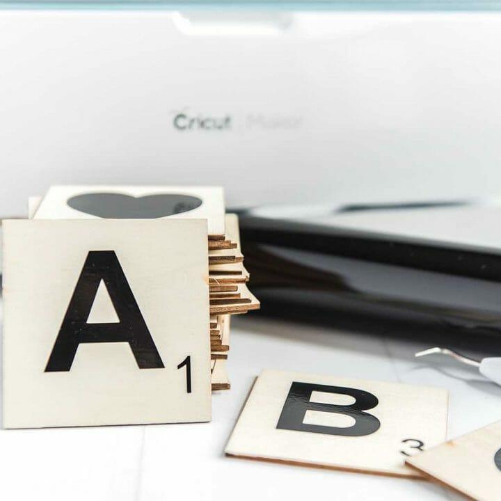 CRICUT-Scrabble