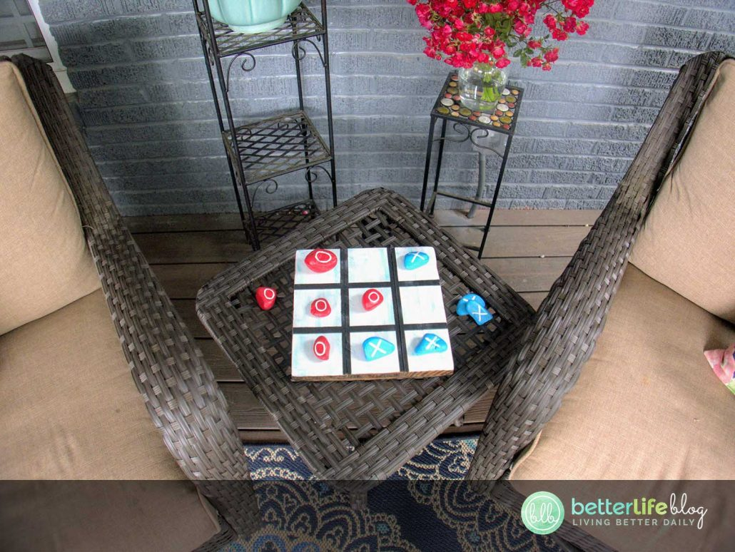This DIY Pet Rock Tic Tac Toe game is one for the books: it's bright, colorful and totally unique! Check out how an old palette and some leftover river stones brought this board game to life!