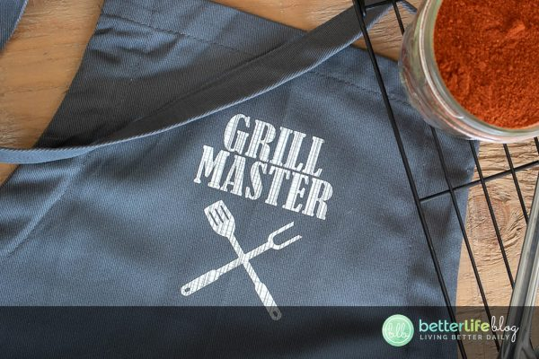 This Mini Press Cricut Apron makes for the perfect gift for the foodie in your life! You'll see how easy it is to personalize anything with the nifty Cricut EasyPress Mini.