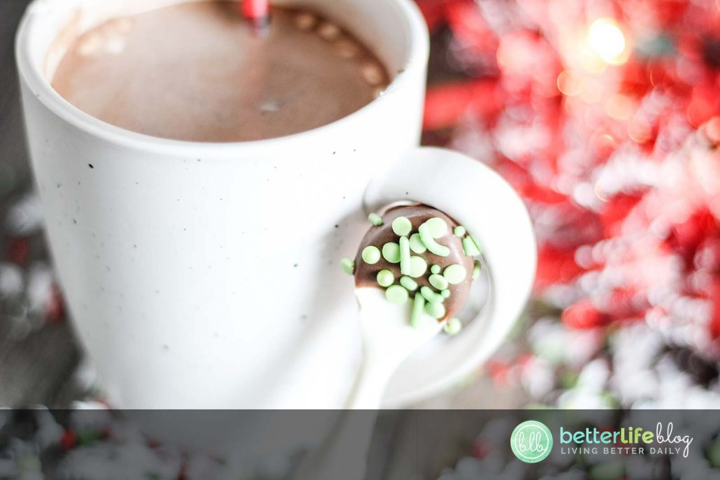 These Chocolate Edible Spoons for Hot Cocoa are not only absolutely gorgeous but taste incredibly delicious! Check out how to make a batch of your own - they make for a great gift!